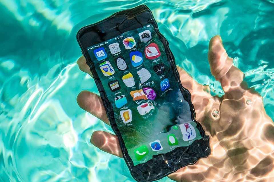 De bizarre reden dat bijna alle smartphones in Japan waterdicht zijn